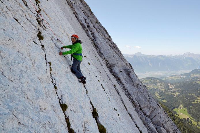 De 94-jarige Marcel Remy, vader van de beroemde Zwitserse bergbeklimmers Claude en Yves Remy, klimt voor de 200e keer zijn favoriete route: de Miroir de l'Argentine in Zwitserland. Foto Claude Remy