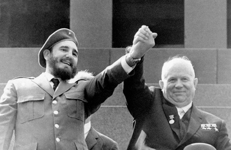 Castro met de toenmalige Sovjetleider Nikita Chroesjtsjov in Moskou in 1963.