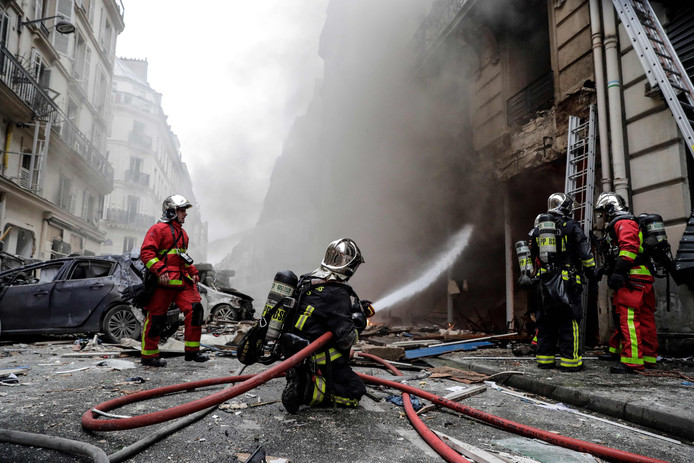 Na de explosie brak brand uit in de omringende panden.