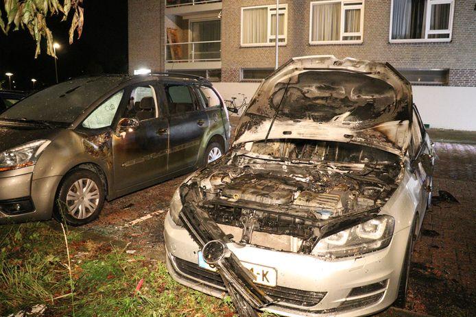 Twee auto's verwoest door autobrand in Utrecht