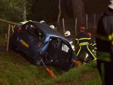 Vrouw crasht met auto en belandt in greppel op N269 Lage Mierde