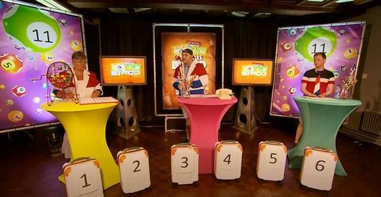 Karin Heyl, Willem van Oss en Theon van Orsouw (vlnr), het presentatietrio van de bingo in Maren-Kessel.