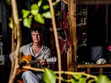 Marcel de Groot (55) na turbulent leven dichter bij zijn vader Boudewijn dan ooit: 'Een zak wiet en whisky levert geen topsong'