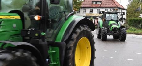 Boze boeren uit Valkenswaard, Heeze-Leende en Cranendonck met tractor naar Budel