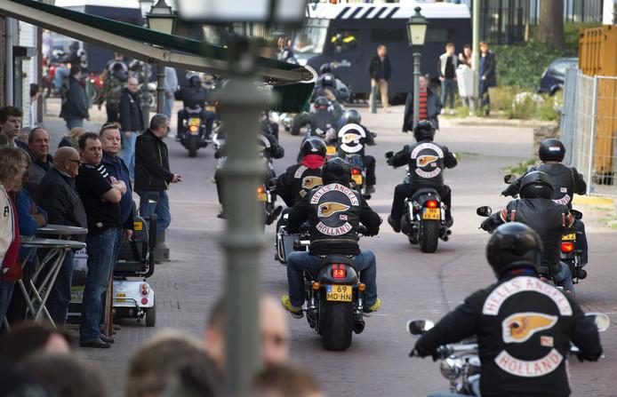Leden van de motorclub Hell's Angels in maart in het centrum van Sittard.