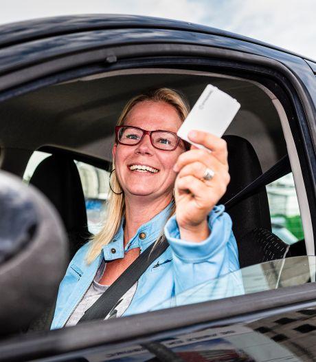 Honderden handtekeningen tegen parkeerplannen in Alphen: 'Bewoner wordt gedwongen auto weg te doen'