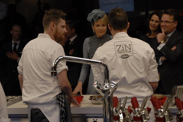 Koningin Mathilde nam ook even een kijkje bij de kookwedstrijd.
