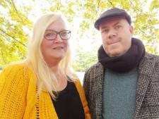 Romantiek in het Frans Heesen Stadion: Belg vraagt vriendin ten huwelijk op de middenstip