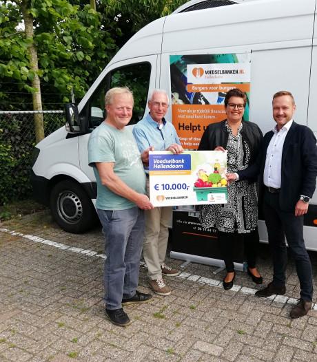 Voedselbank Hellendoorn kan dankzij giften met nieuwe koelwagen langs adressen