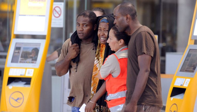 Het vliegtuig, dat veel in Frankrijk wonende Comorese gezinnen aan boord had die voor de zomervakantie naar de Comoren terugkeerden, stortte dinsdag dicht bij de luchthaven van Moroni in zee. Foto EPA Beeld