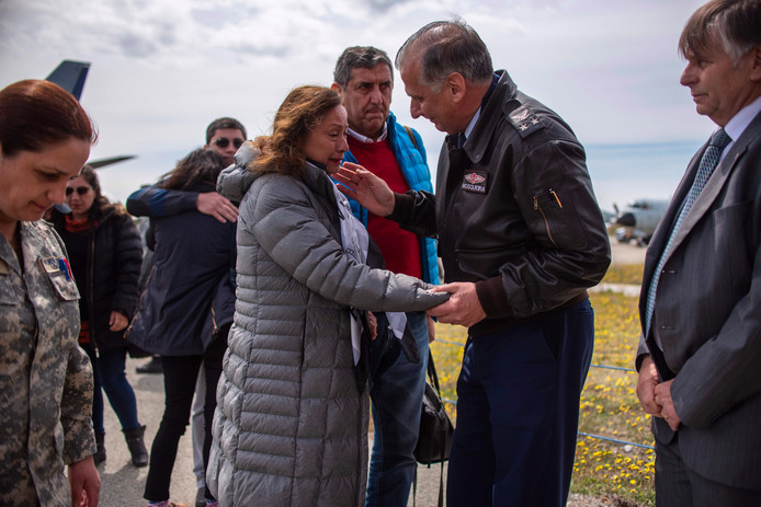 Familieleden van de inzittenden op de Chabunco-legerbasis in Punta Arenas, Chili.