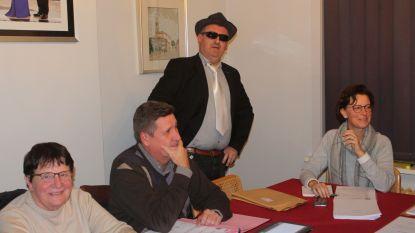CD&V-schepenen komen verkleed als maffiabazen naar gemeenteraad