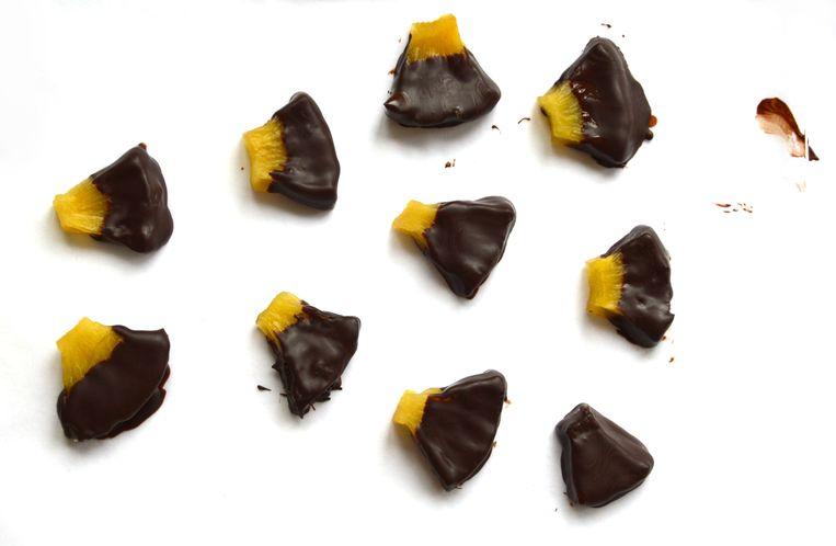 Ananassnoepjes met chocola Beeld Karin Luiten