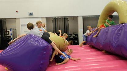 Plezier op springkastelen tijdens Sportkriebelweek