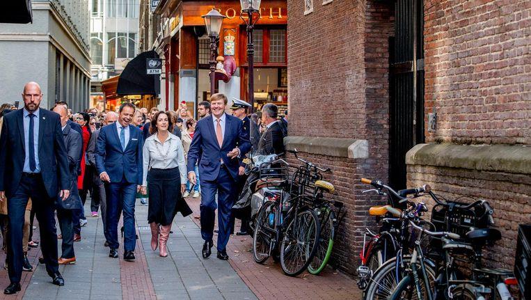 Koning Willem-Alexander en burgemeester Femke Halsema waren bij de opening van de tentoonstelling 1001 vrouwen in de twintigste eeuw. Beeld anp