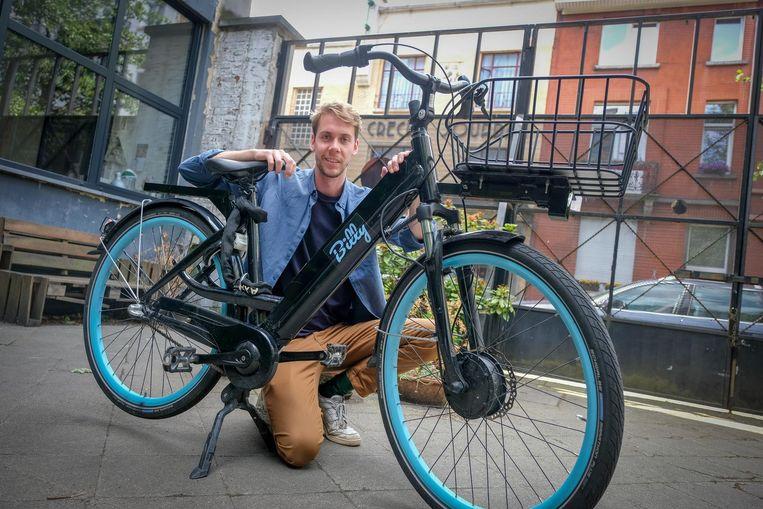 Pierre de Schaetsen met een van de 150 elektrische fietsen.