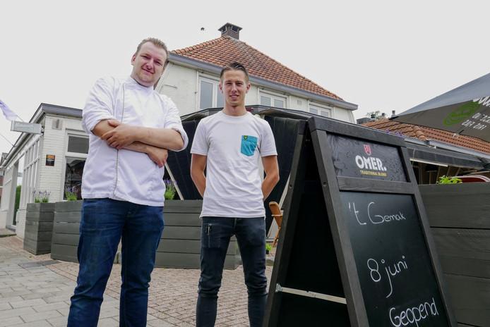 De  uitbaters van 't Gemak in Haaren (voorheen: De Michel) Rik Boelens (rechts) en Tom van de Laak.