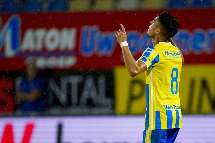 Anas Tahiri viert zijn doelpunt voor RKC Waalwijk tegen Sparta.
