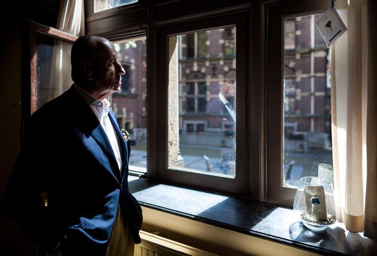 Hiddema in zijn werkkamer Beeld Freek van den Bergh / de Volkskrant