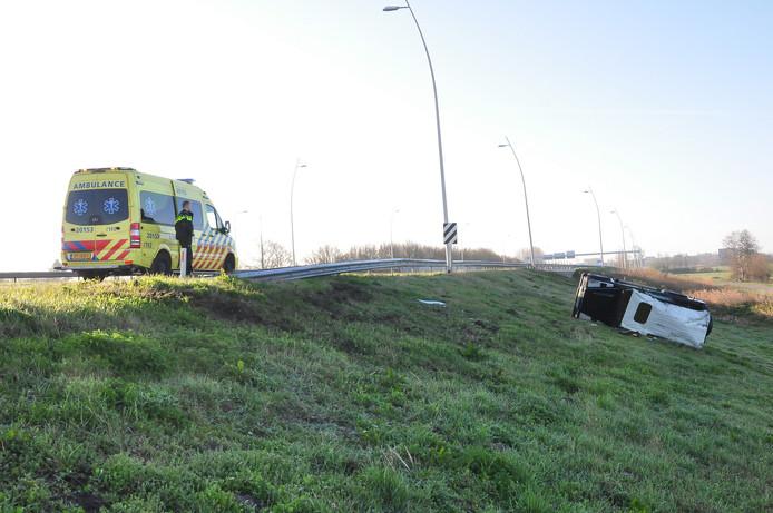 De Land Rover langs de A59 bij Waalwijk.