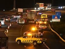 Lange file na ongeval met vrachtwagen, busje en auto op A27 bij Vianen