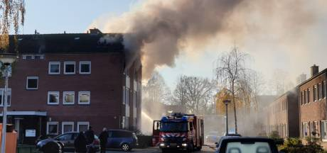 Veel rook bij brand in Enschede: appartement flink beschadigd