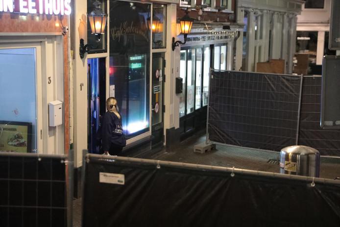 De politie is afgelopen nacht het café Gabors binnengevallen