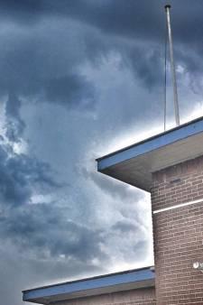 Stranden weer leeg: onweer trekt over Den Haag