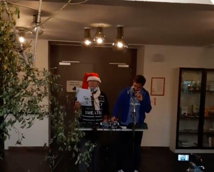 Michel en Joren zorgden voor kerstradio.