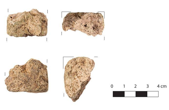 Enkele fragmenten van ondersteunende elementen die bij Romeinse zoutproductie in de late 1ste eeuw gebruikt zijn.