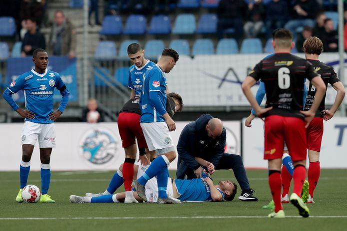 Alexander Laukart raakte zondag tegen Excelsior stevig geblesseerd.