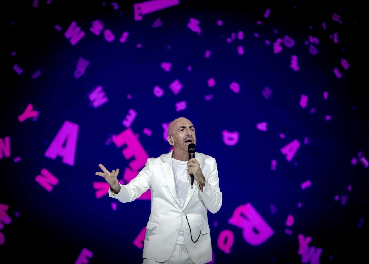 De inzending uit San Marino, Serhat, tijdens de dress rehearsal voor het Eurovisie Songfestival.