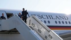 Ophef in Duitsland: vijf regeringsleden in vier vliegtuigen naar oostkust VS