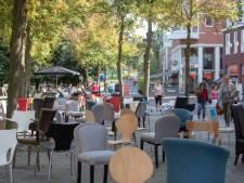 Waarom er 83 lege stoelen op het Oude Kerkplein in Ede stonden