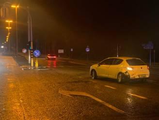 Bestelwagen rijdt in op voorligger aan gevaarlijk kruispunt op expresweg