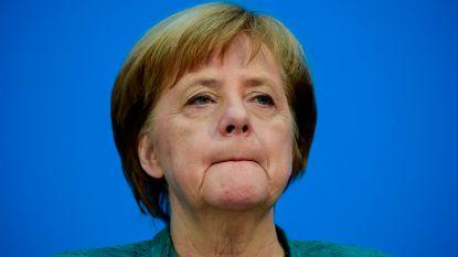 """Partijleden dringen aan op ontslag, maar Angela Merkel """"blijft doorgaan tot het einde"""" als bondskanselier"""