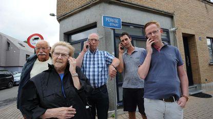 """Hele wijk in Vilvoorde al twee maanden problemen met gsm-bereik: """"We zijn onderbroken telefoontjes beu"""""""