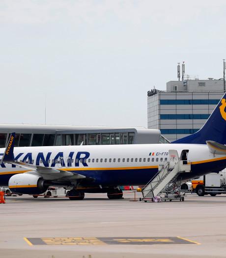 Ook cabinepersoneel Ryanair eist vergoeding voor sluiting basis Eindhoven