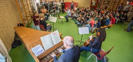 Helmondse schoolkinderen luisteren naar de Matthäus Passion