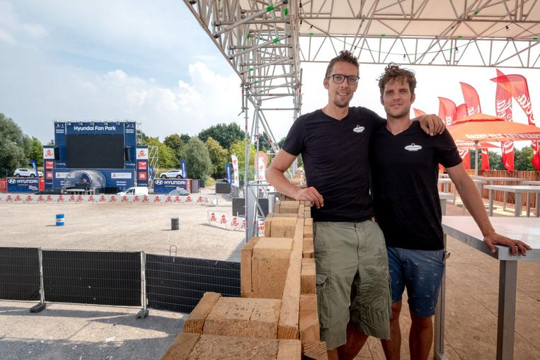Roeland en Maarten Tordoir in hun Fan Park.