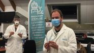 """'Makers against corona' snijden bandjes voor verzorgenden: """"Elastieken van mondmaskers doen al na enkele uren pijn"""""""