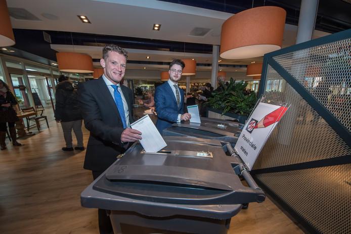 Johan Almekinders stemde woensdagmiddag in Enschede, samen met partijgenoot Andreas Bakir, de nummer vier van de kandidatenlijst.
