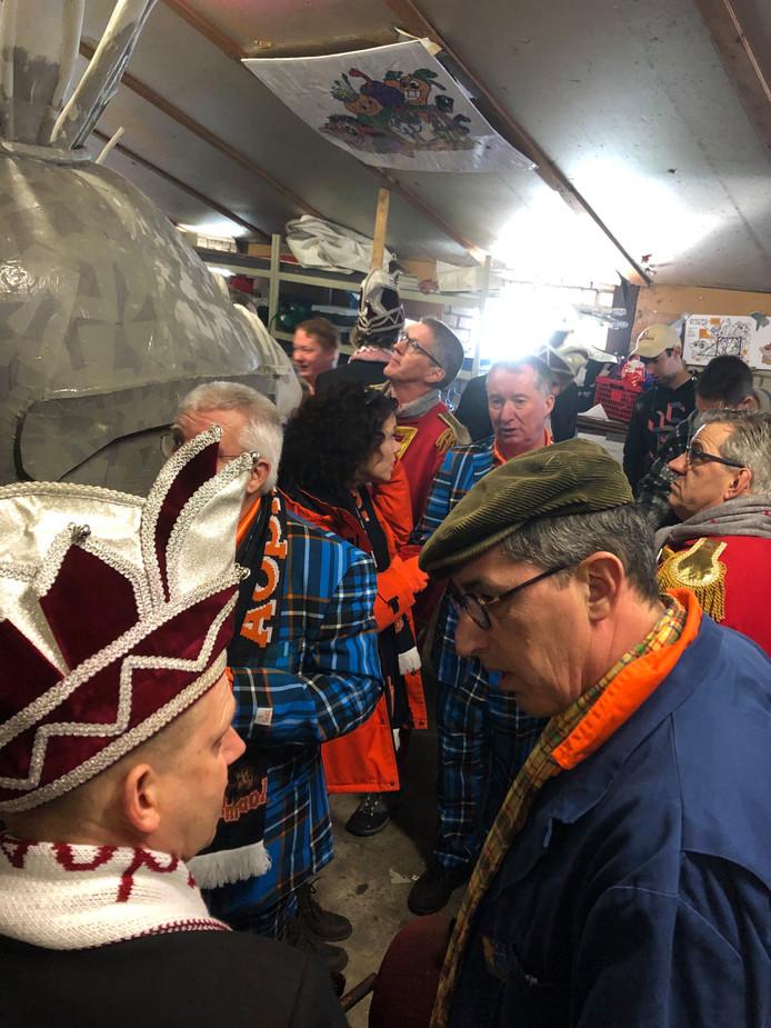 Terwijl de bouwers in Rijsbergen doorwerken aan hun wagens voor carnaval, is het tijdens de open dag 26 januari in hun bouwplaatsen één grote feest