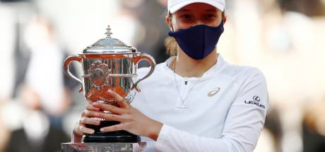 Ongeplaatste tiener Swiatek wint op indrukwekkende wijze Roland Garros