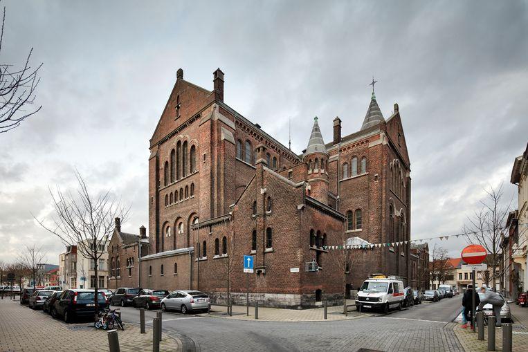 De beschermde Sint-Jan Evangelistkerk aan het Krugerplein in Borgerhout, in de volksmond bekend als de Peperbus.