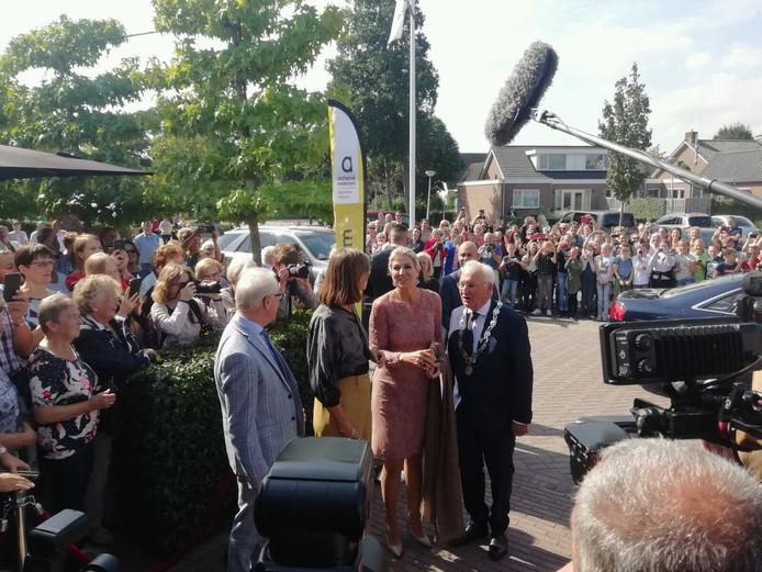 Koningin Máxima in Giessenburg. Alzheimer Trefpunt verwelkomt koningin Máxima.
