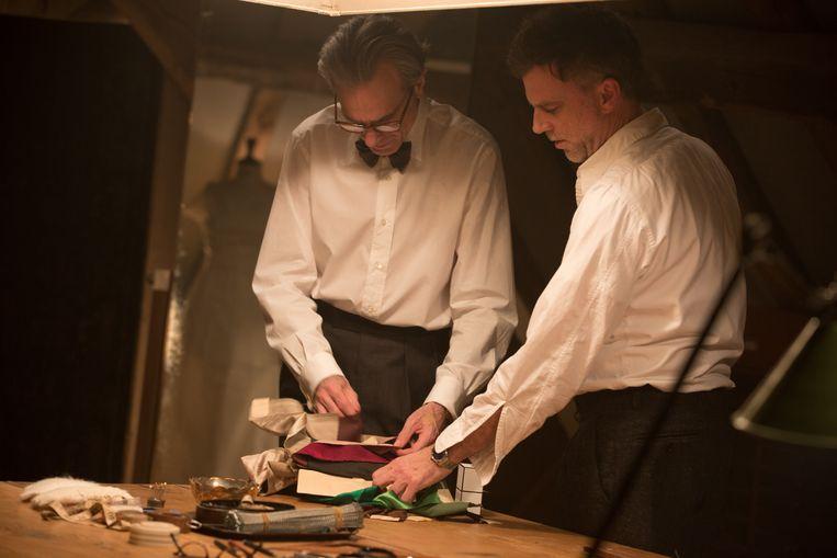 Daniel Day-Lewis en regisseur Paul Thomas Anderson op de set van 'Phantom Thread'.