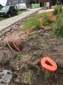 Aan de Houtwal in Veghels Buiten wordt na een actie de wijkraad glasvezel aangelegd.