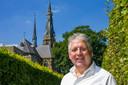 Walther Coppens voor de Clemenskerk in Waalwijk dat hij gaat verbouwen tot woonzorgcentrum. Hij hoopt dat in de zomer van 2023 de eerste nieuwe bewoners daar kunnen intrekken.