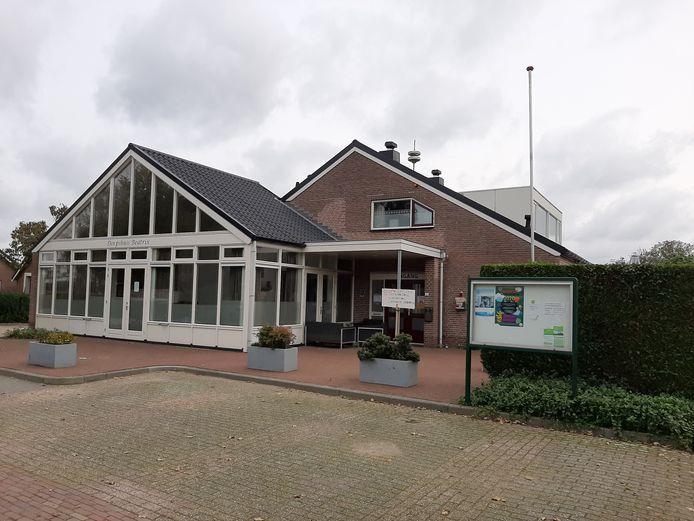 Dorpshuis Beatrix in Slijk-Ewijk. Voorlopig gesloten, maar nieuwe beheerders hebben zich af gemeld.